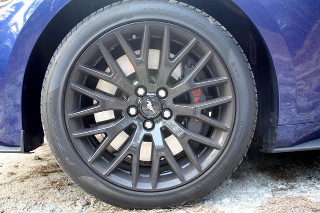 2015 Ford Mustang GT tire