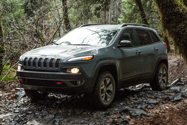 2015 jeep cherokee trailhawk front angle 5