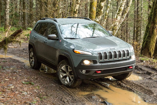 2015 Jeep Cherokee Trailhawk front angle