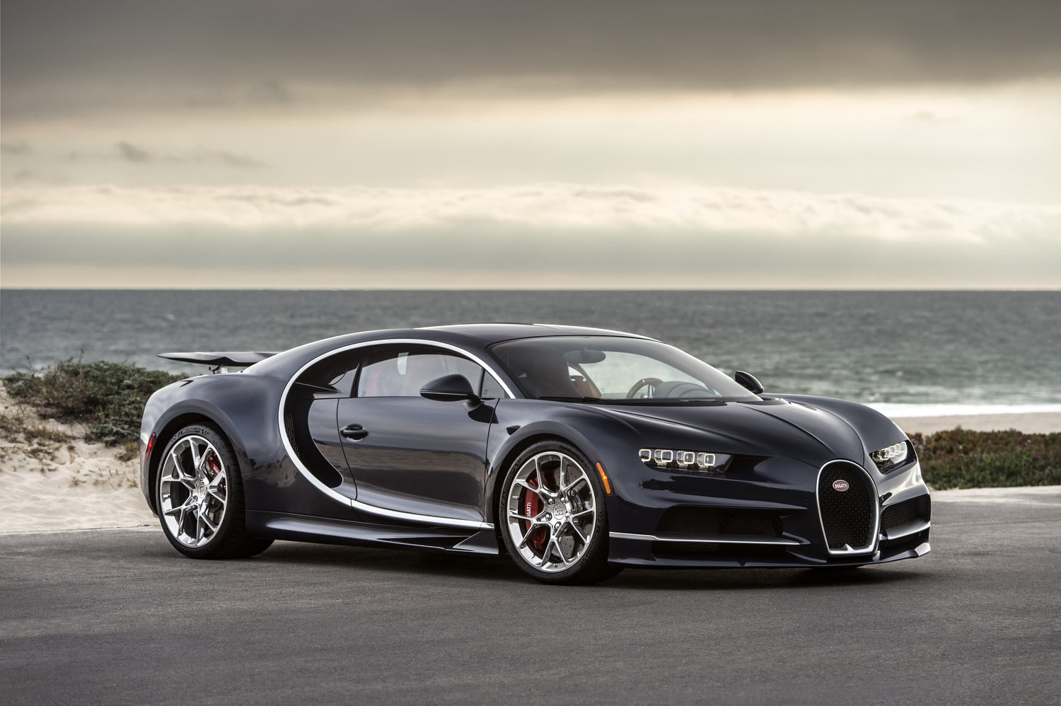 bugatti remotely monitors chiron supercars  racing style telemetry digital trends