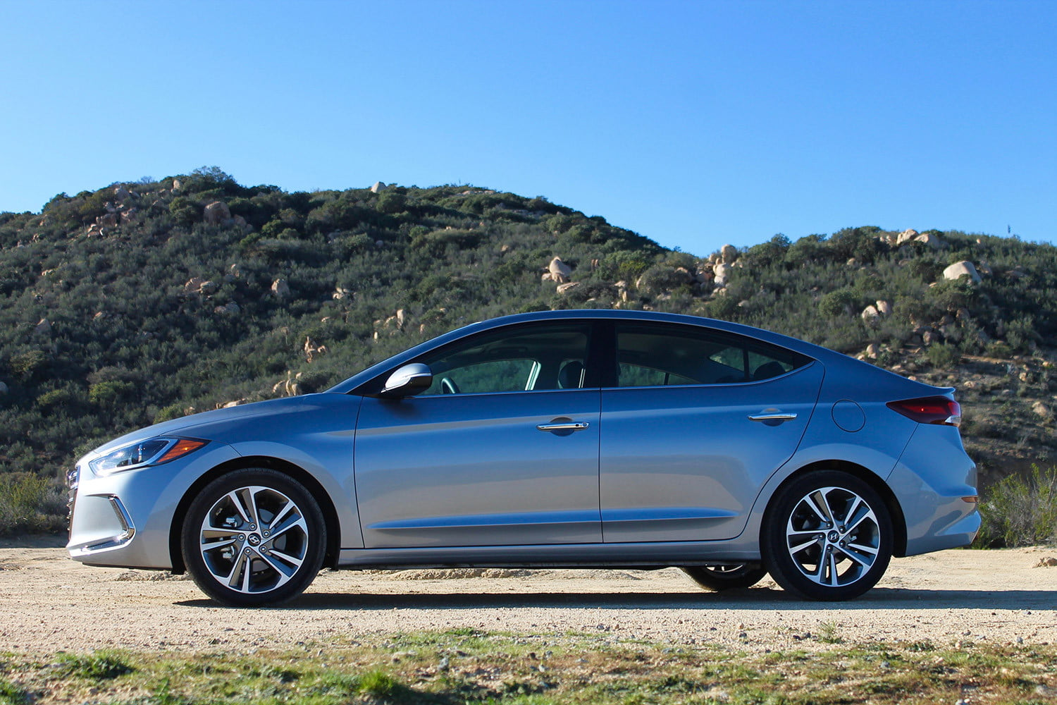 2017 hyundai elantra first drive review pictures specs performance digital trends. Black Bedroom Furniture Sets. Home Design Ideas