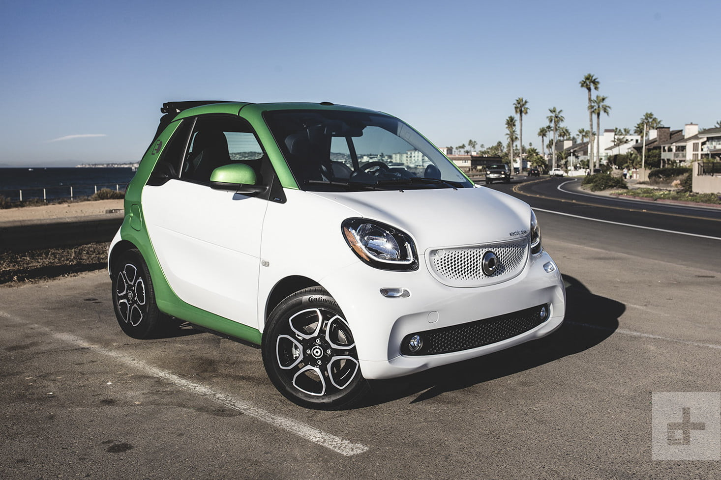 2018 smart fortwo cabrio electric drive first drive. Black Bedroom Furniture Sets. Home Design Ideas