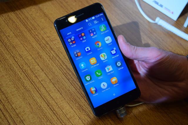 asus zenfone 3 zoom first impressions ces 2017 7