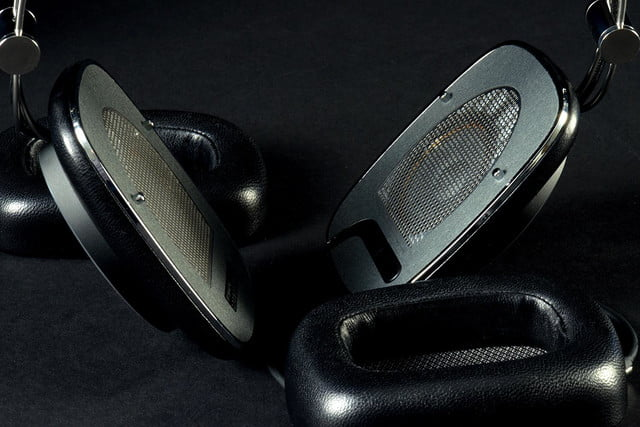 Bowers&Wilkins P7 cups off
