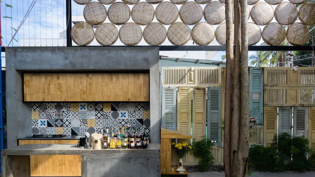 vietnamese shipping container hostel ccasa by tak architects 02