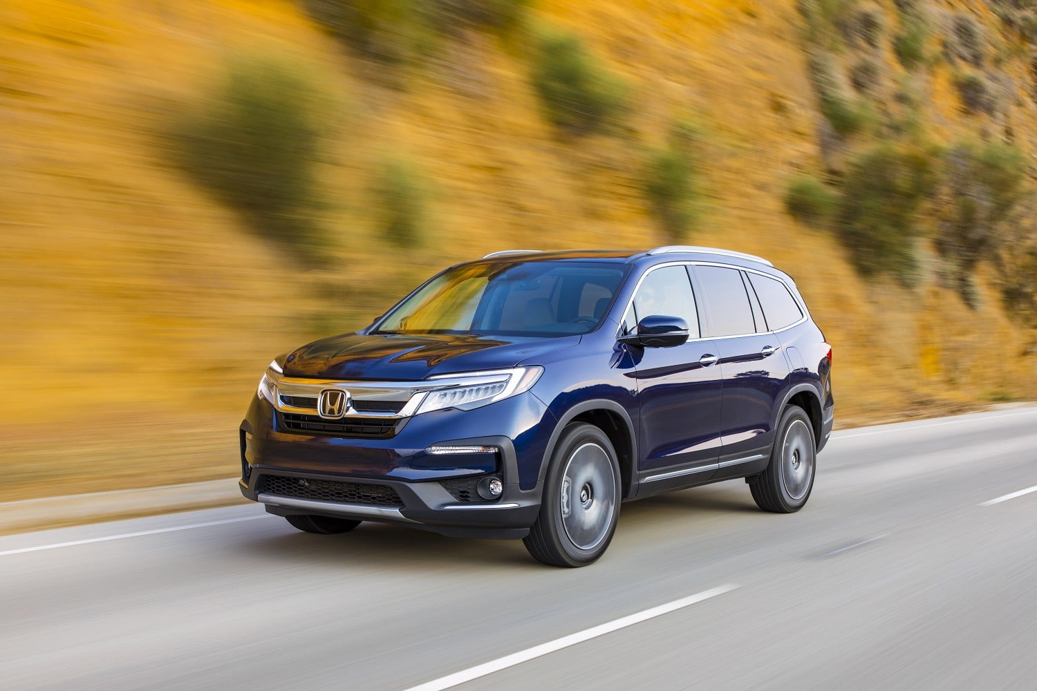 Pilot Vs Highlander >> Honda Pilot Vs Toyota Highlander Family Crossovers Compared