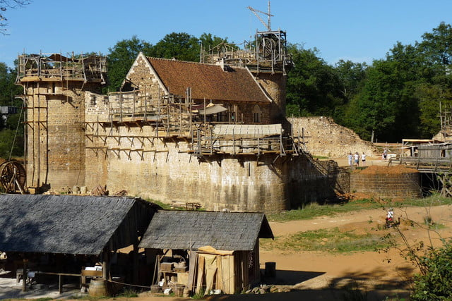 the guedelon castle is being built with 13th century techniques gu  delon 0071