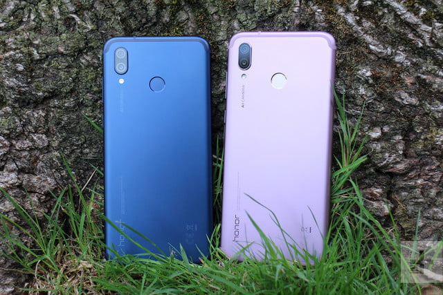 honor play blue and pink models back