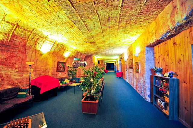 coober pedys residents live in underground dugouts lookout cave motel 0018