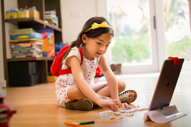 osmo coding kit young girl floor 2