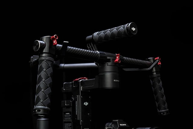 djis ronin m gimbal lets you single handedly create smooth hollywood style videos 9