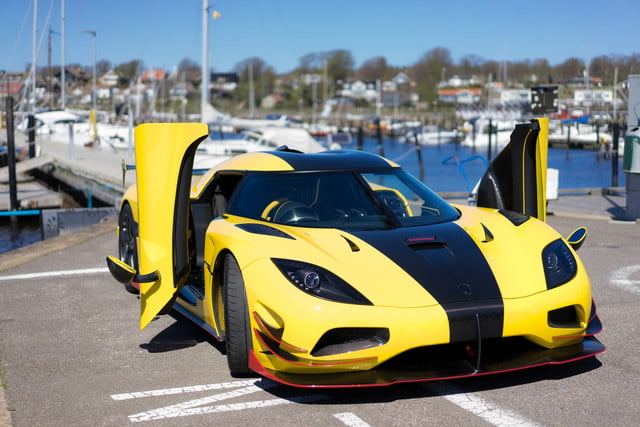 Fastest Car In The World 2015 >> The Fastest Cars In The World Digital Trends