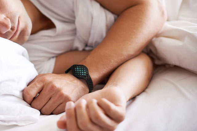 the moov now uses machine smarts to help improve your workouts sleeping