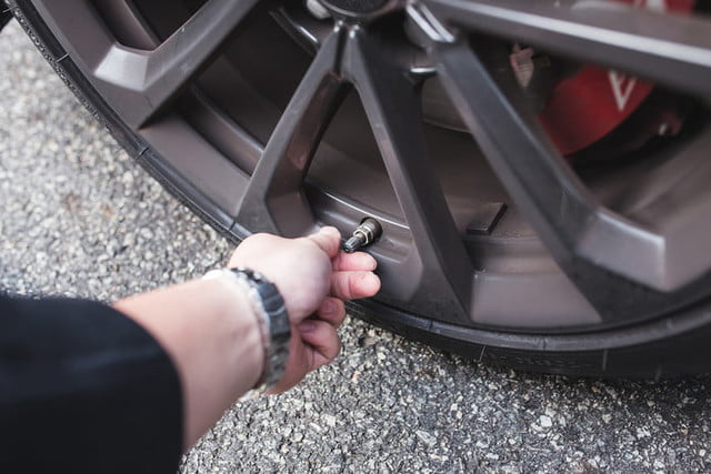 la presion de neumaticos 2017 dt how to check your tire pressure photos by chris chin 4 700x467 c