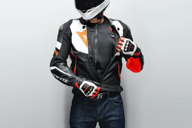 dainese chaleco inteligente airbag motocicletas smart jacket 1 700x467 c