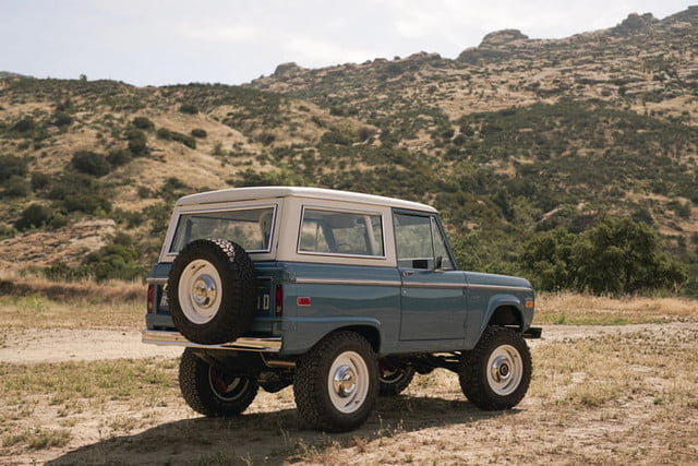 ford bronco old school br icon classic 1  v1 current 700x467 c