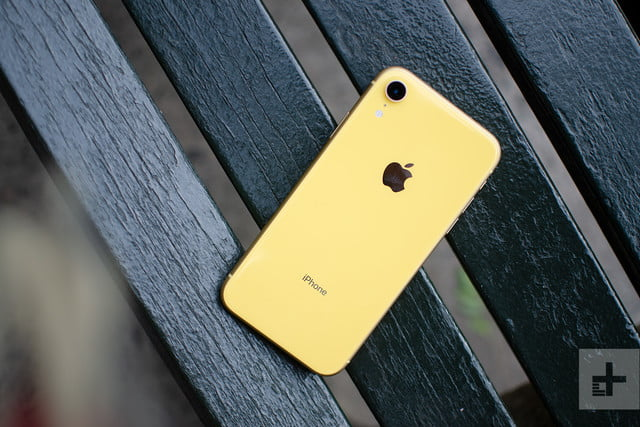 revision apple iphone xr review back