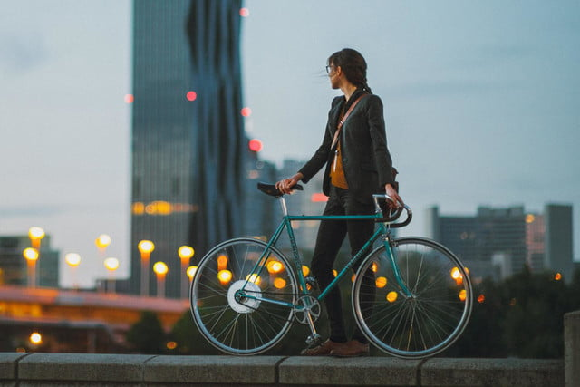 the smart wheel gives you a 250 watt boost on your commute flykly 5