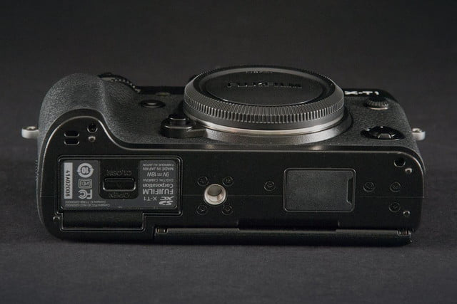 Fujifilm X-T1 camera bottom