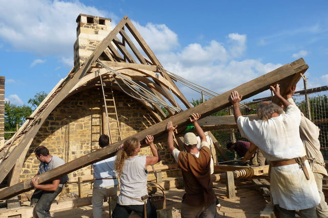 the guedelon castle is being built with 13th century techniques gu  delon 0013