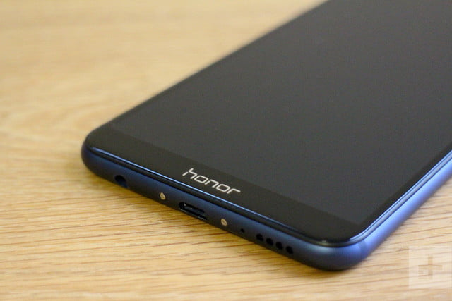 honor 7x review logo angle