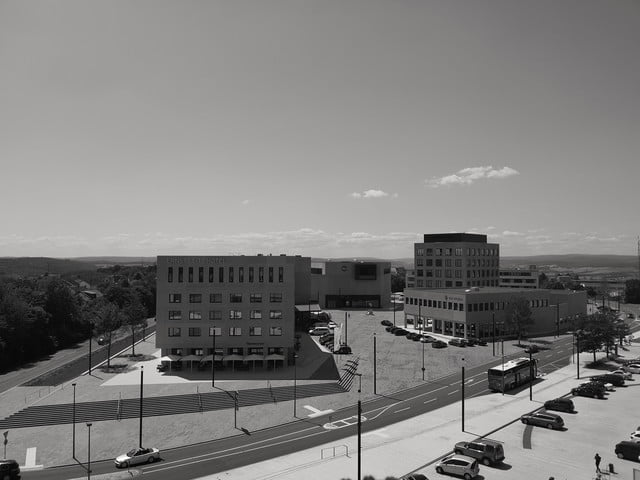 huawei p20 pro leica street photography feature bw skyline