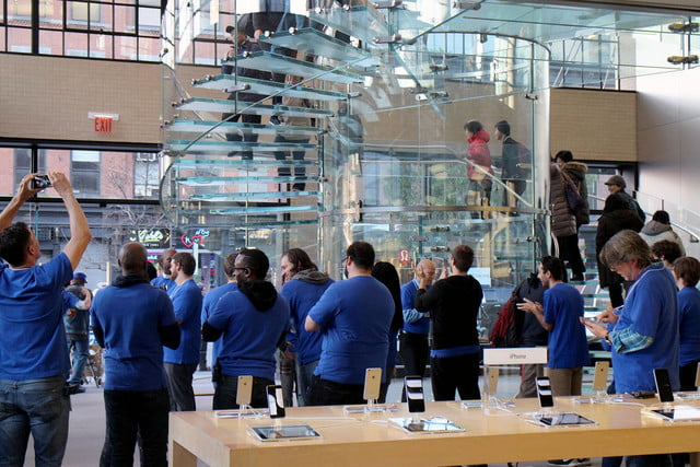 apple iphone 6 launch day news line 18
