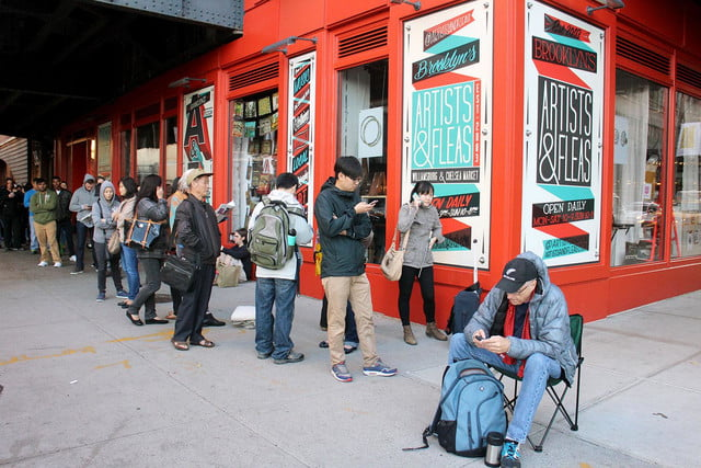 apple iphone 6 launch day news line 9