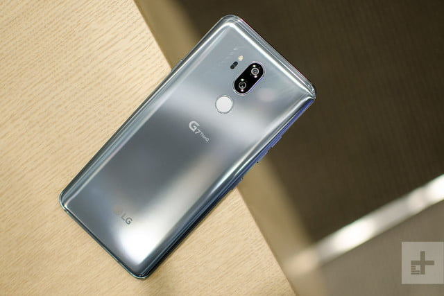 lg g7 thinq hands on back full 2