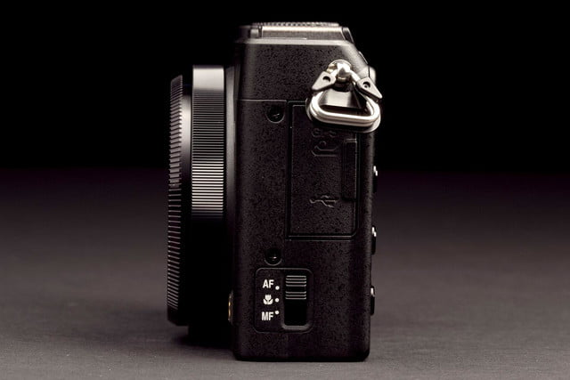Nikon Coolpix A-right-side