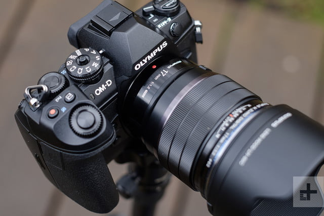 Olympus M.Zuiko 17mm F1.2 Pro review top angle