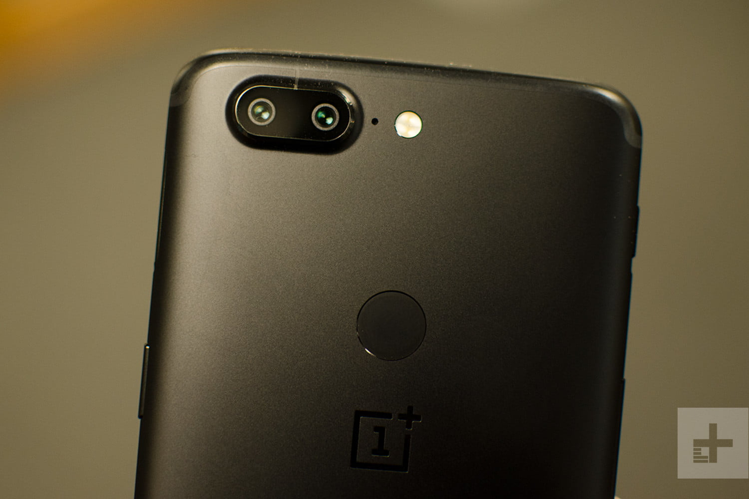 oneplus 5t hands on review dual camera