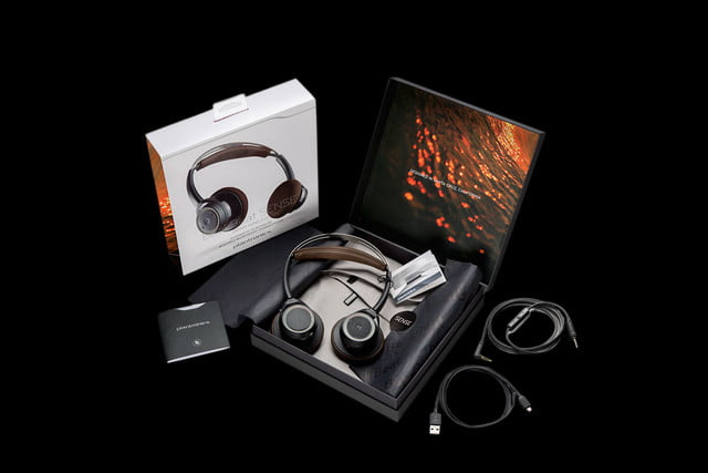 plantronics backbeat sense package blk spill screen rgb 08jul15