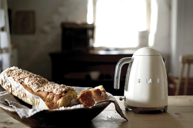 smeg introduces a retro dishwasher and bigger fridge klf01  50s style electric kettle 1