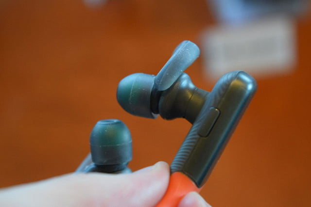 Sony MDR AS600BT hands on 2