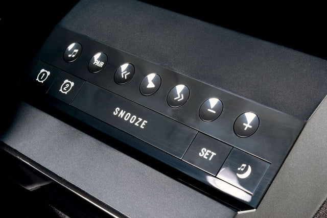 Soundfreaq SoundRise top buttons angle