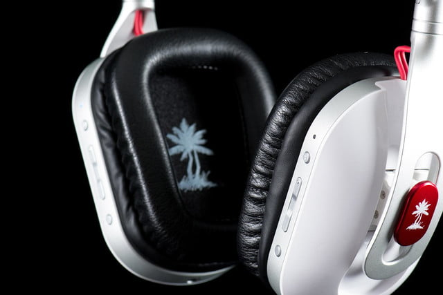 Turtle Beach i30 review headphones front macro buttons