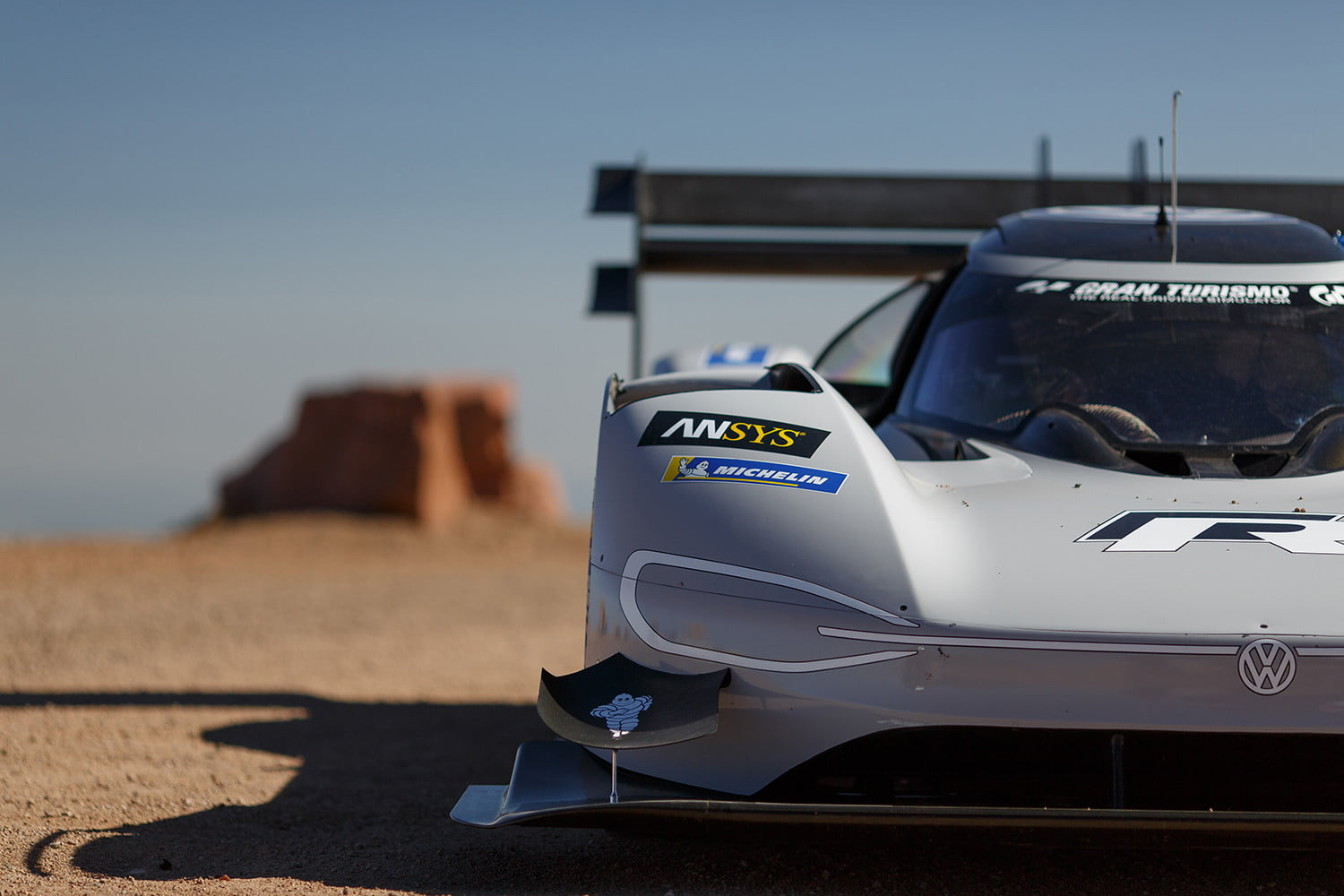 Lithium Ion Car Battery >> Volkswagen Electric Car Smashes Pikes Peak Hill Climb Record | Digital Trends