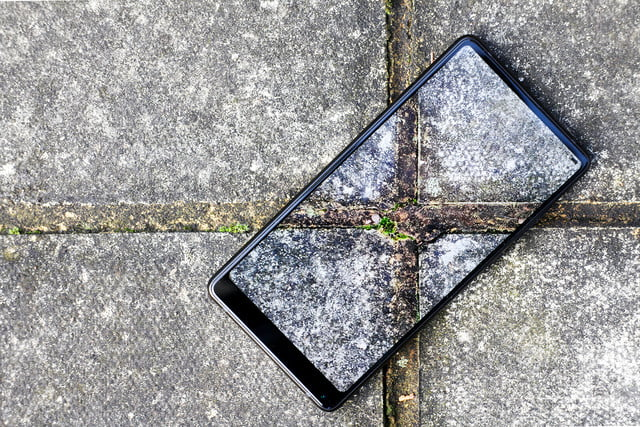 Xiaomi Mi Mix 2 Review concrete